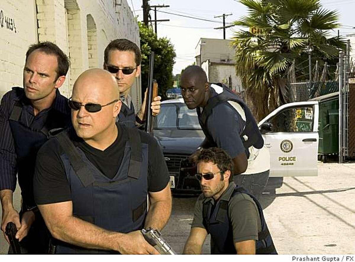 THE SHIELD: L-R: Walton Goggins, Michael Chiklis, David Rees Snell, Michael Jayce and Alex Laughlin (kneeling).