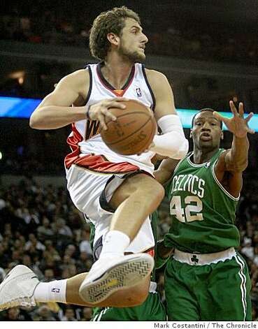 Warriors' Marco Bellinelli passes the ball past Boston's Tony Allen for an assist in the fourth quarter of the victory over the Boston Celtics at Oracle Arena in Oakland, Calif. on Friday, December 26, 2008. Photo: Mark Costantini, The Chronicle