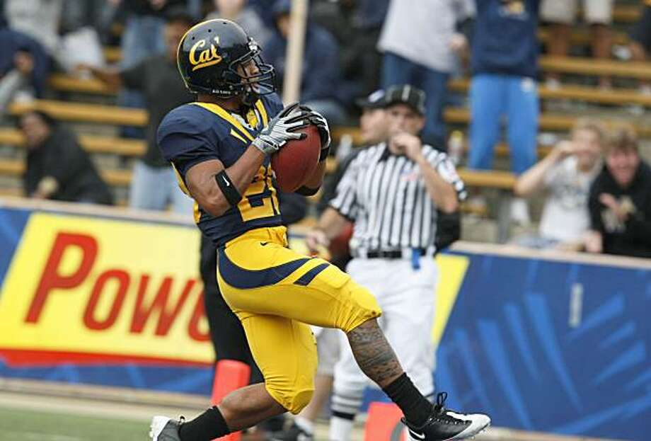 Isi Sofele glides into the end zone for a 4th quarter touchdown. Cal defeated Eastern Washington 59-7 at memorial Stadium in Berkeley Sept 12, 2009. Photo: Lance Iversen, The Chronicle