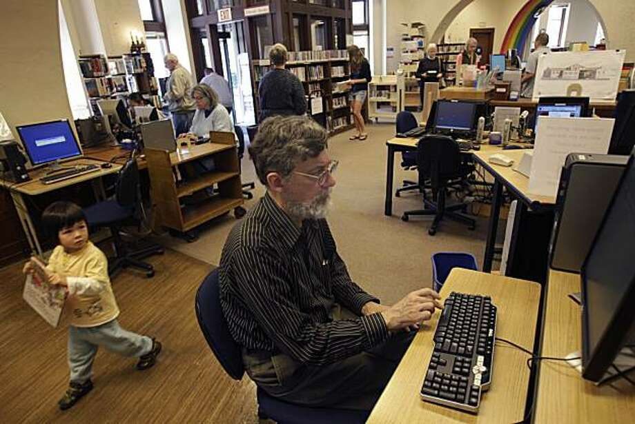 Tom Schweitzer of Berkeley works on a computer at the Berkeley Public Library North Branch in Berkeley, Calif. on Wednesday August 4, 2010. Photo: Lea Suzuki, The Chronicle