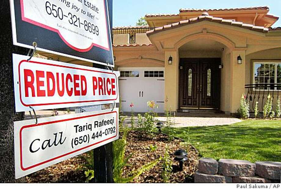 "A ""Reduced Price"" is posted at a home for sale in Palo Alto, Calif., Wednesday, April 30, 2008. The outlook for the housing market darkened further Tuesday, May 6, 2008, as Fannie Mae, the nation's largest buyer of home mortgages, said it racked up more than $2 billion in quarterly losses and forecast a steeper drop in home prices this year. (AP Photo/Paul Sakuma) Photo: Paul Sakuma, AP"