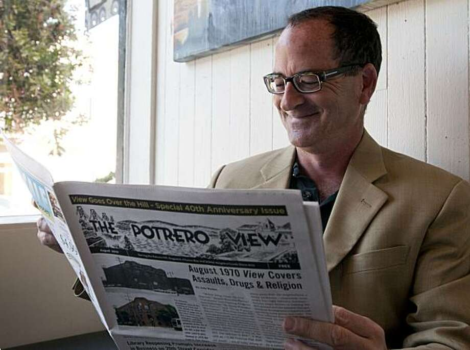 Steven Moss, publisher of the Potrero View, stops for a portrait at Farley's coffee shop in celebration of the 40th anniversary of the publication in San Francisco, Calif., on Friday, August 6, 2010. Photo: Chad Ziemendorf, The Chronicle