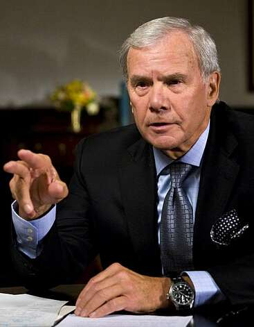 NEW YORK - SEPTEMBER 25:  (AFP OUT) Moderator Tom Brokaw interviews former president Bill Clinton during a taping of Meet the Press September 25, 2008 in New York City. They discussed the 2008 presidential campaign, the Wall Street financial crisis and the Clinton Global Initiative. (Photo by Marvi Lacar/Reportage by Getty Images for Meet the Press) Photo: Marvi Lacar, Getty Images For Meet The Press