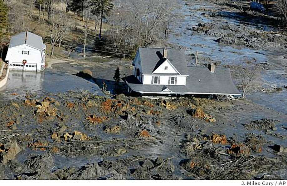 The aftermath of a retention wall collapse is seen, Monday, Dec. 22, 2008, in Harriman, Tenn. A retention pond wall collapsed early Monday morning at a power plant run by the nation's largest public utility, releasing a frigid mix of water and ash that flooded 15 homes nearby. (AP Photo/The Knoxville News Sentinel, J. Miles Cary) ** MANDATORY CREDIT, TV OUT, MAG OUT, NO SALES ** Photo: J. Miles Cary, AP