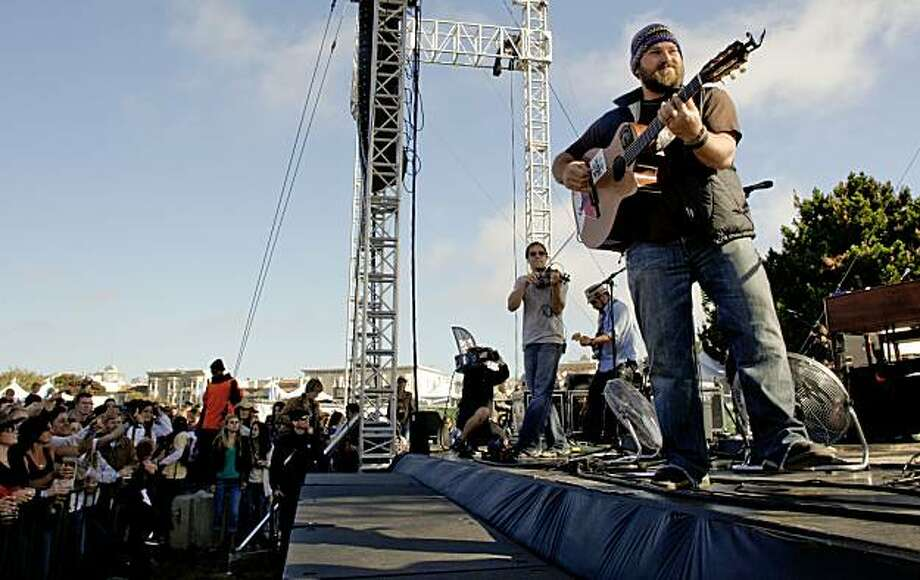 zac brown band brings country to san francisco sfgate. Black Bedroom Furniture Sets. Home Design Ideas