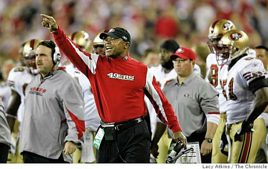 San Francisco 49ers coach Mike Singletary yells at the umpires call in the second half of the game against the Arizona Cardinals, Monday Nov. 10, 2008, in Phoenix, Az. Photo: Lacy Atkins, The Chronicle