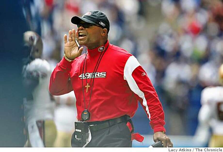 San Francisco 49ers head coach Mike Singletary yells during the game against the Dallas Cowboys, Sunday Nov. 23, 2008 in Dallas Texas. Photo: Lacy Atkins, The Chronicle