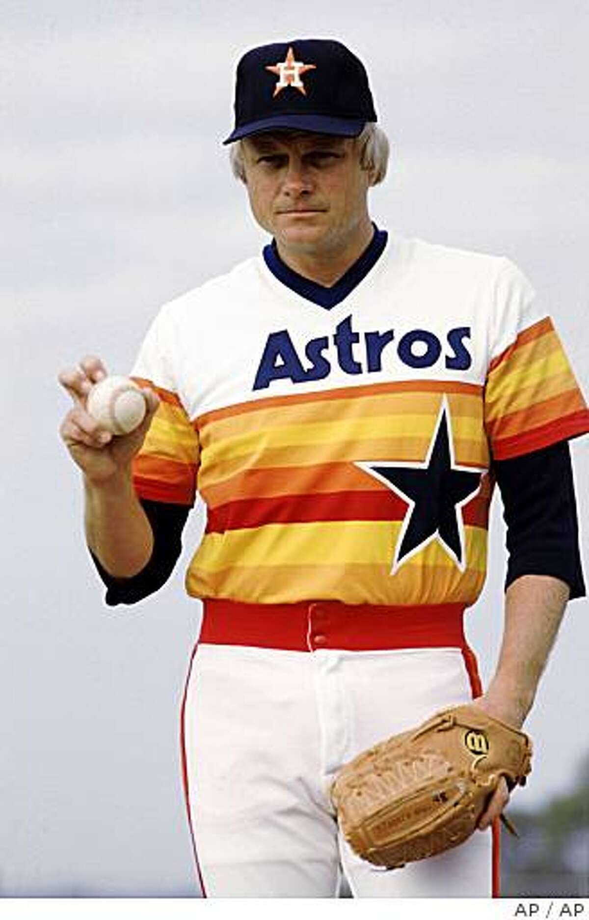 Former Houston Astros pitcher Joe Niekro is shown June 17, 1985, in Houston, when he played baseball with the Houston Astros. Niekro, Houston's career victory leader, died Friday, Oct. 27, 2006, Astros president Tal Smith said. He was 61. The two-time 20-game winner suffered a brain aneurysm Thursday and was taken to South Florida Baptist Hospital in nearby Plant City, where he lived. He later was transferred to St. Joseph's Hospital, where he died. (AP Photo/Houston Chronicle)