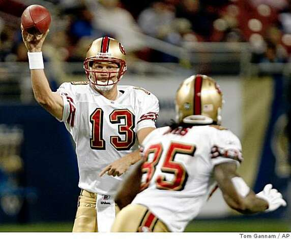 San Francisco 49ers quarterback Shaun Hill, left, passes to tight end Vernon Davis (85) during the second quarter of a game against the St. Louis Rams Sunday, Dec. 21, 2008, in St. Louis. Davis fumbled the ball later on the play and St. Louis recovered the ball. Photo: Tom Gannam, AP