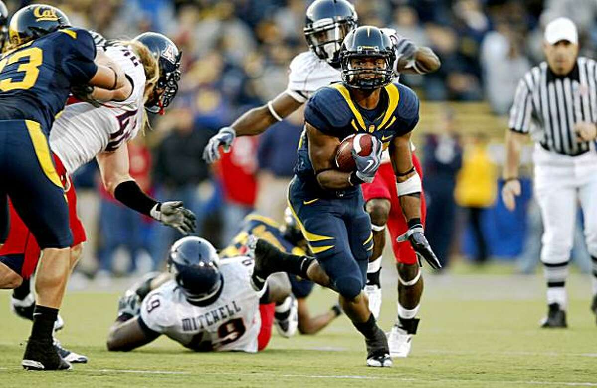 California's Shane Vereen runs for a first down in the second quarter.