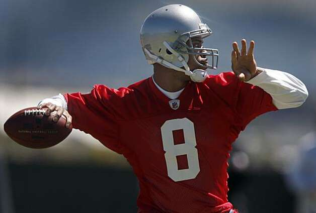Newly acquired quarterback Jason Campbell drops back to pass during the Oakland Raiders minicamp in Alameda, Calif., on Friday, April 30, 2010. Photo: Paul Chinn, The Chronicle