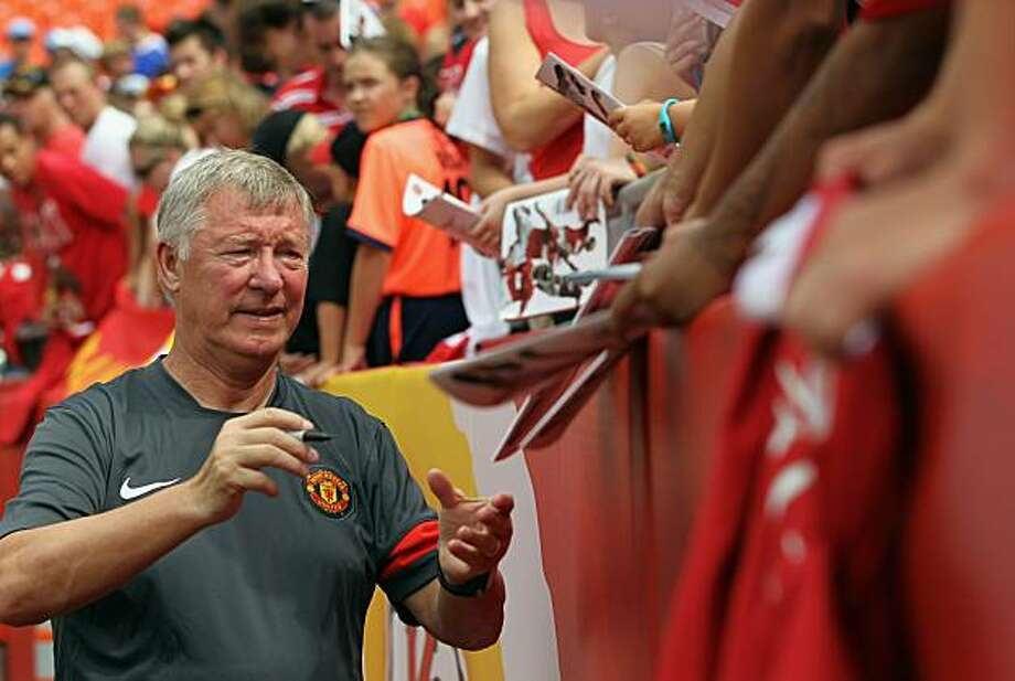 KANSAS CITY, MO - JULY 25:  Manager Sir Alex Ferguson of Manchester United signs autographs prior to the start of the game against the Kansas City Wizards at Arrowhead Stadium on July 25, 2010 in Kansas City, Missouri. Photo: Jamie Squire, Getty Images