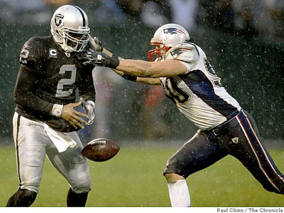 Oakland quarterback JaMarcus Russell drops a pass thrown by running back Michael Bush on an unsuccessful trick play in the fourth quarter of the Oakland Raiders vs. New England Patriots NFL football game in Oakland, Calif., on Sunday, Dec. 14, 2008. Photo: Paul Chinn, The Chronicle