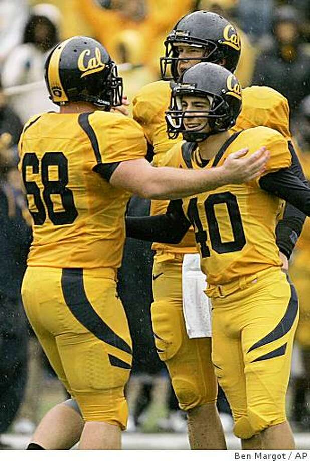 California's Nick Sundberg (68), Nate Longshore, and Giorgio Tavecchio (40) celebrate Tevecchio's field goal against Oregon in the second half of an NCAA college football game Saturday, Nov. 1, 2008, in Berkeley, Calif. (AP Photo/Ben Margot) Photo: Ben Margot, AP