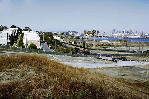 Hunters Point Shipyard at the newly-developed land that Lennar Corp. plans to build houses in San Francisco, Calif., on Monday, November 2, 2009. Photo: Liz Hafalia, The Chronicle