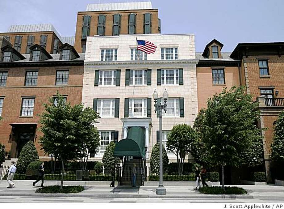 In this May 23, 2007 file photo, Blair House, the official state guest house for the president of the United States, is seen in Washington.  President-elect Barack Obama asked the White House if his family could move to Washington earlier than normal, but aides say the White House couldn't give them the official guest house as early as his family wanted. Photo: J. Scott Applewhite, AP