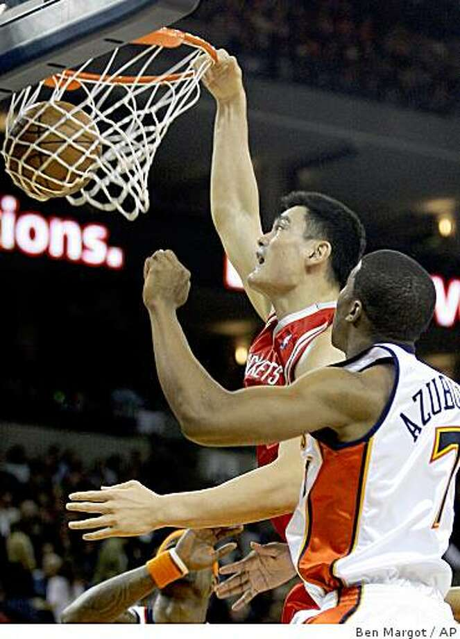 Houston Rockets' Yao Ming, of China, takes a shot over Golden State Warriors' Kelenna Azubuike during the first half of an NBA basketball game Friday, Dec. 12, 2008, in Oakland, Calif. (AP Photo/Ben Margot) Photo: Ben Margot, AP