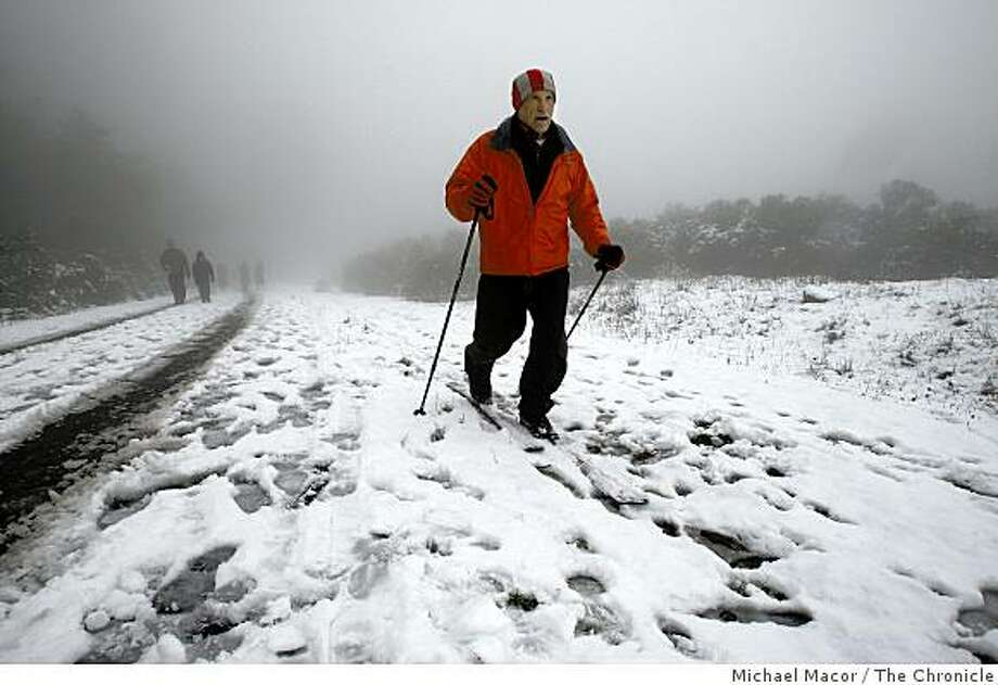 Uzi Nitsan of Berkeley, uses his cross-country skies on Tuesday Dec. 16, 2008, on the service road that leads to Vollmer's Peak above Tilden Park in Berkeley, Calif., after an overnight blanket of snow covered the Berkeley Hills. Photo: Michael Macor, The Chronicle