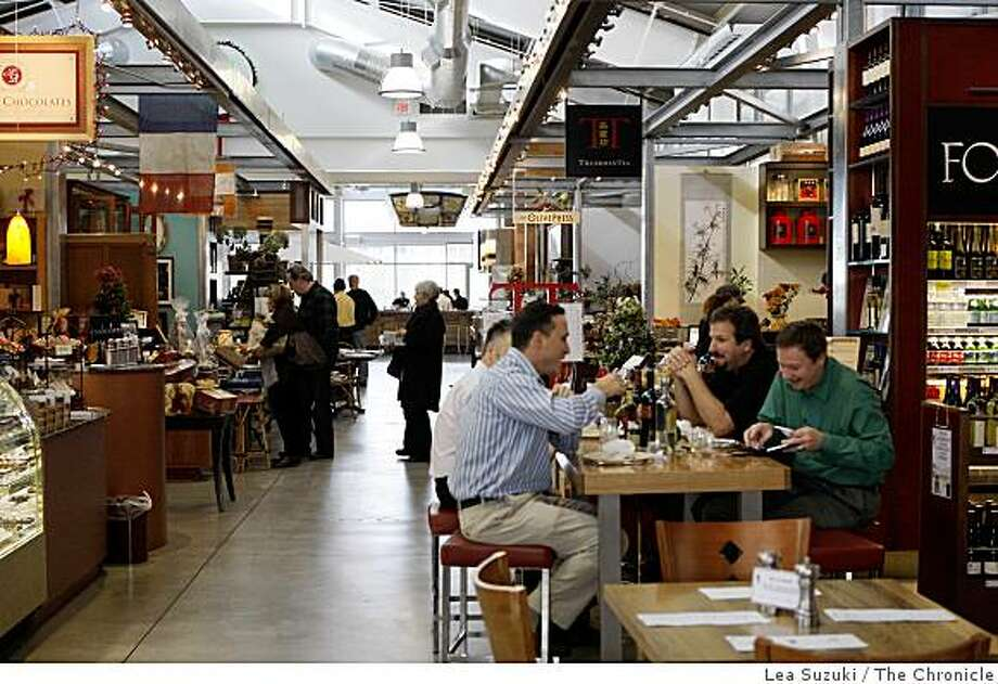 People enjoy the Oxbow Public Market in Napa, Calif. on Wednesday, December 3, 2008. Photo: Lea Suzuki, The Chronicle