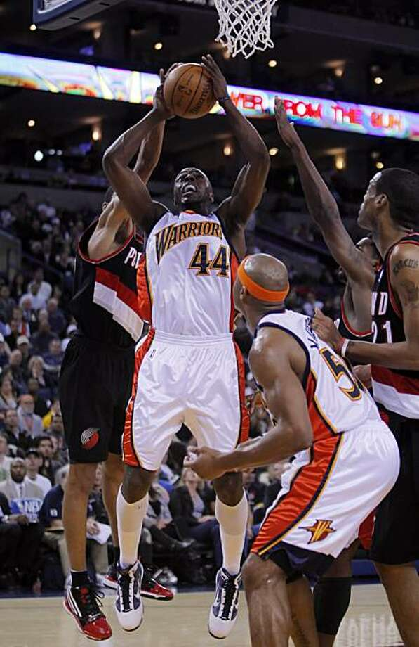 Warriors' Anthony Tolliver goes up for a shot in the second half. The Golden State Warriors played the Portland Trail Blazers at Oracle Pavilion in Oakland, Calif., on March 11, 2010. Photo: Carlos Avila Gonzalez, The Chronicle