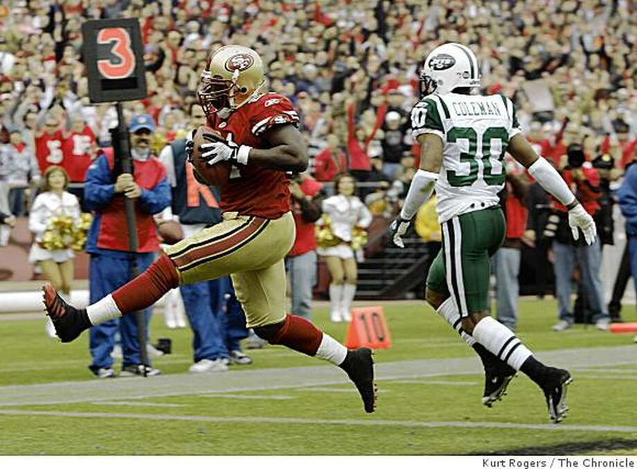 Frank Gore scores a TD in the 2nd quarter as Drew Coleman defends  to make it 14-7 at the half. on Sunday Dec 7,  2008 in San Francisco, Calif Photo: Kurt Rogers, The Chronicle