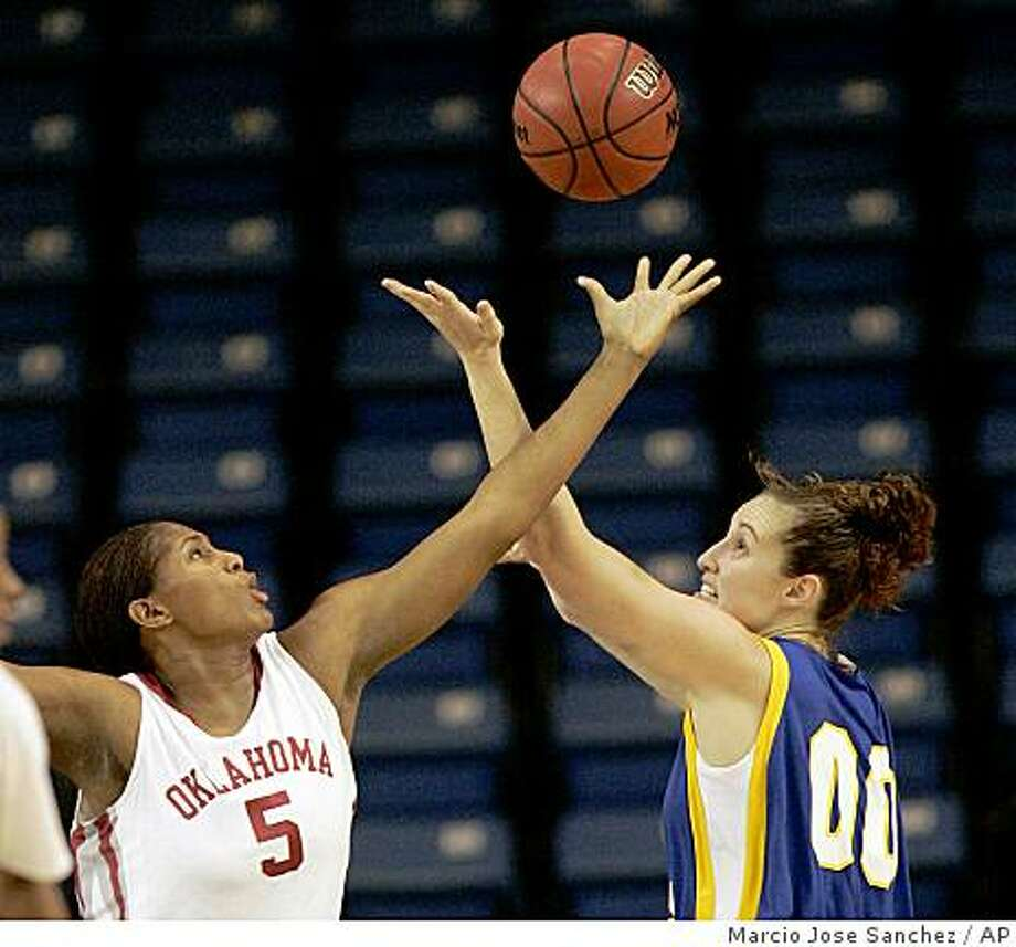 Oklahoma's Ashley Paris, left, blocks a shot from California State Bakersfield's Morgan Sason in the first half of an NCAA college basketball game in San Jose, Calif., Friday, Dec. 12, 2008. (AP Photo/Marcio Jose Sanchez) Photo: Marcio Jose Sanchez, AP
