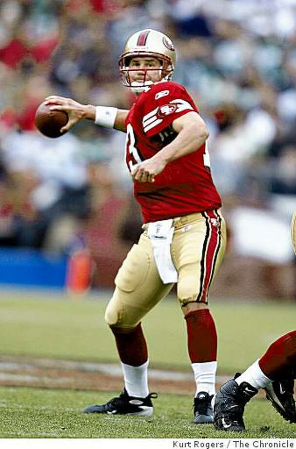 Shaun Hill looks for a open receiver in the 3rd quarter on Sunday Dec 7,  2008 in San Francisco. Photo: Kurt Rogers, The Chronicle
