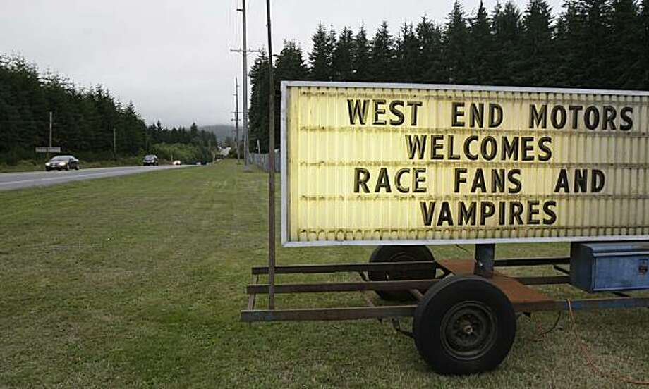 """** ADVANCE FOR SUNDAY, SEPT. 21 ** A sign welcomes visitors to Forks, Wash., a small town in northwestern Washington state, Friday, Sept. 5, 2008. The town, long suffering from the decline of the timber industry, has been revitalized by a steady stream of visitors who are fans of the vampire-themed """"Twilight"""" series of books by Stephenie Meyer, whose main character, Bella Swan, lives and attends high school in Forks. (AP Photo/Ted S. Warren) Photo: Ted S. Warren, AP"""