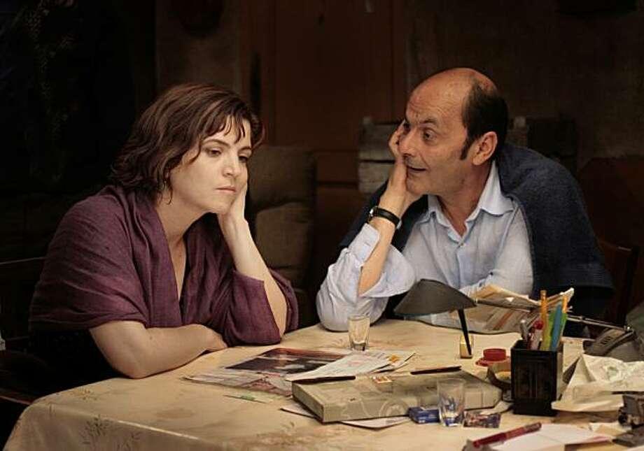 Agn�s Jaoui as Agathe Villanova and Jean-Pierre Bacri as Michael Ronsard in LET IT RAIN directed by Agn�s Jaoui Photo: 2008 Les Films A4 - StudioCana, IFC Films