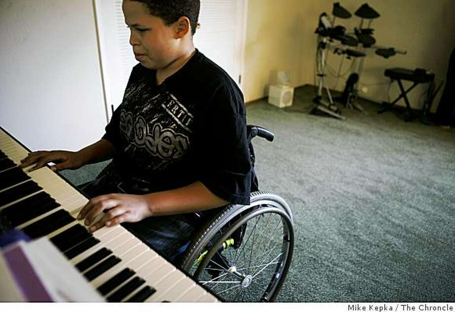 Christopher Rodriguez, 11, shows off a favorite piano piece on Thursday July 3, 2008 in Oakland, Calif. Six months ago Rodriguez was shot by a stray bullet that went through the window while he was taking piano lessons. Recently he auditioned his piano skills for the Oakland School of the Arts and was accepted.Photo by Mike Kepka / The Chronicle Photo: Mike Kepka, The Chroncle