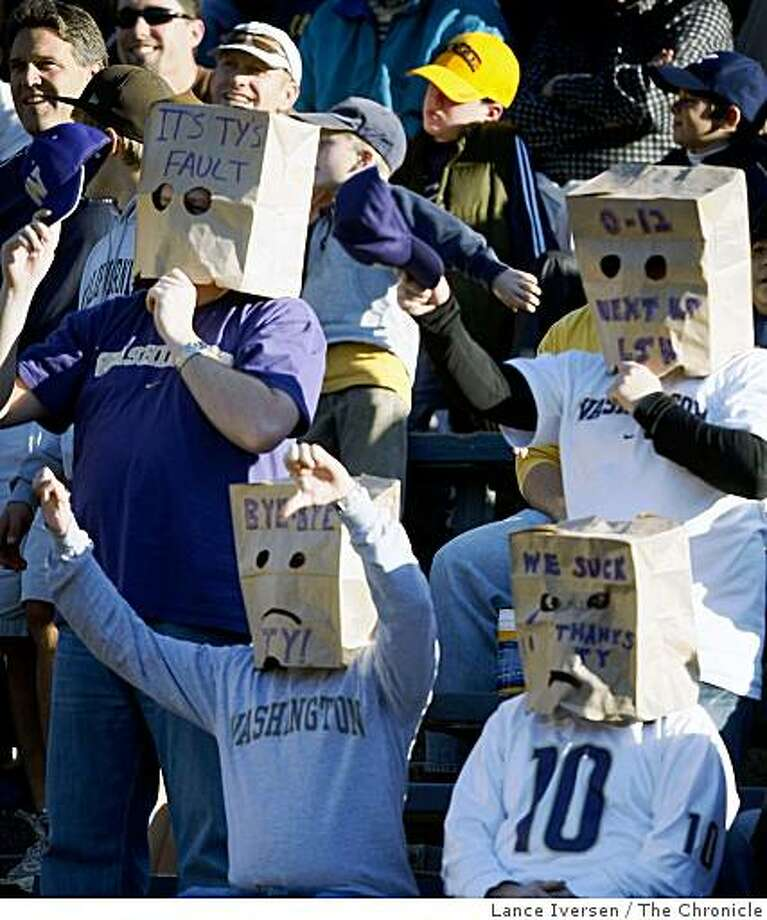 Huskies Fans show their displeasure as Cal leads the winless Washington Huskies 48-7 late into the 4th quarter in Berkeley Saturday, Dec. 6, 2008. Photo: Lance Iversen, The Chronicle