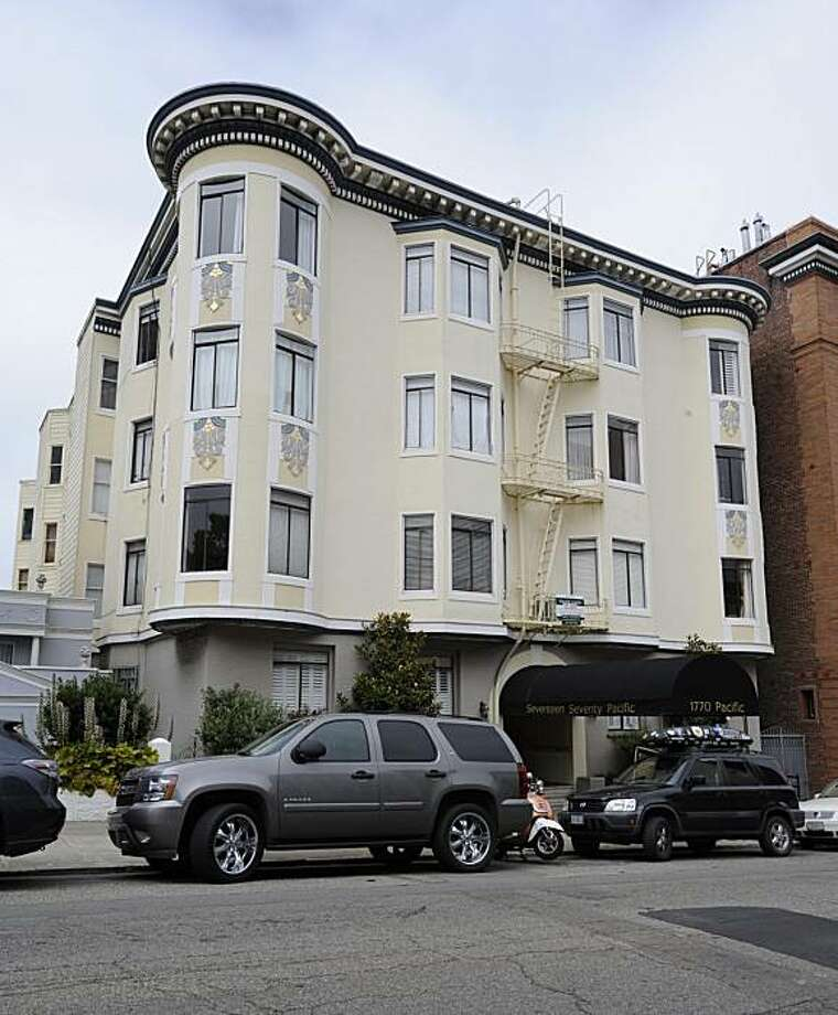A shot of 1770 Pacific for Curb Appeal. This is ex-Giant Jesse Foppert's former home. Photo: Ashley Munro, Sf.BlockShopper.com