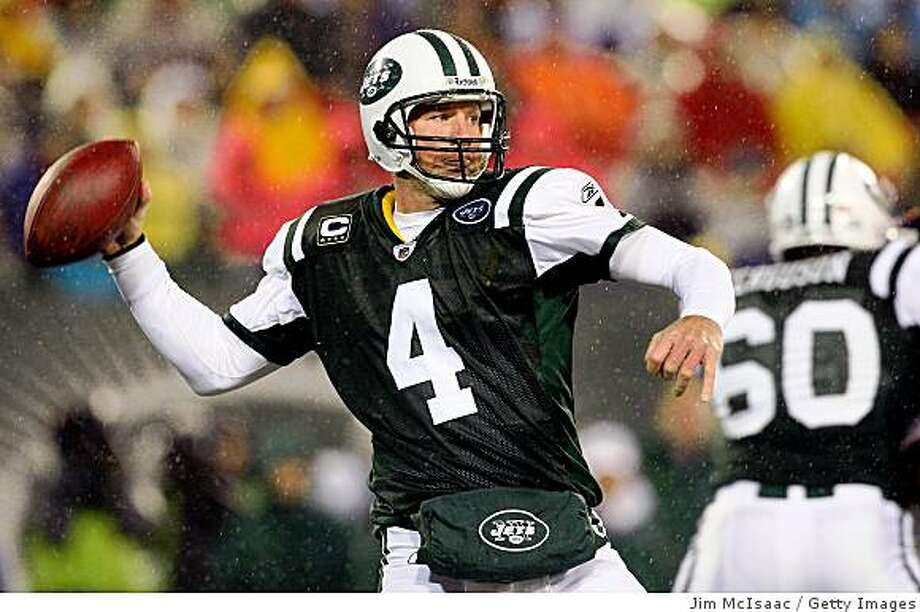EAST RUTHERFORD, NJ - NOVEMBER 30:  Brett Favre #4 of the New York Jets throws a pass against the Denver Broncos on November 30, 2008 at Giants Stadium in East Rutherford, New Jersey.  (Photo by Jim McIsaac/Getty Images) Photo: Jim McIsaac, Getty Images