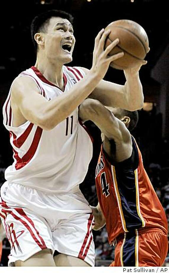 Houston Rockets' Yao Ming (11), of China, shoots for two of his 33 points as Golden State Warriors' Anthony Randolph defends during the second half of an NBA basketball game Friday, Dec. 5, 2008 in Houston. The Rockets won 131-112. (AP Photo/Pat Sullivan) Photo: Pat Sullivan, AP
