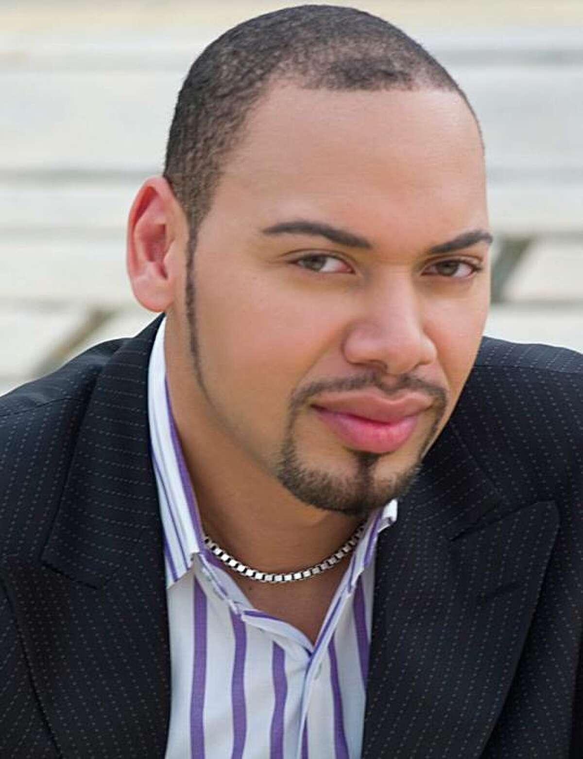 Bass Kevin Thompson