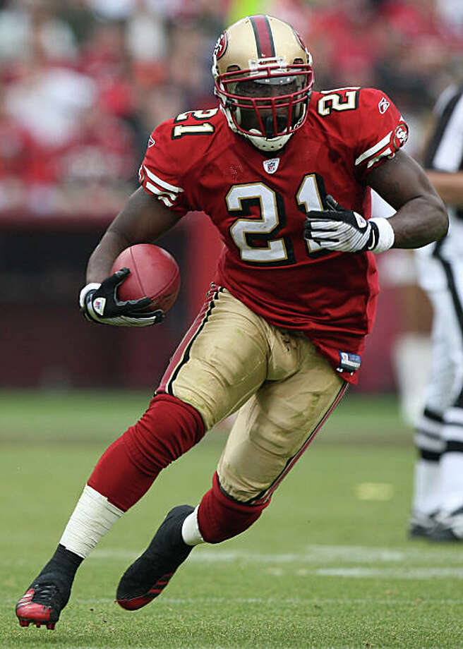 SAN FRANCISCO - DECEMBER 07:  Frank Gore #21 of the San Francisco 49ers runs against the New York Jets during an NFL game on December 7, 2008 at Candlestick Park in San Francisco, California.  (Photo by Jed Jacobsohn/Getty Images) Photo: Jed Jacobsohn, Getty Images / ONLINE_YES