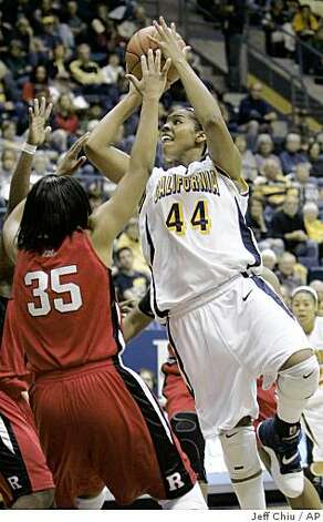 California's Ashley Walker, right, shoots over Rutgers' Brittany Ray during an NCAA women's college basketball game in Berkeley, Calif., Friday, Nov. 21, 2008. (AP Photo/Jeff Chiu) Photo: Jeff Chiu, AP