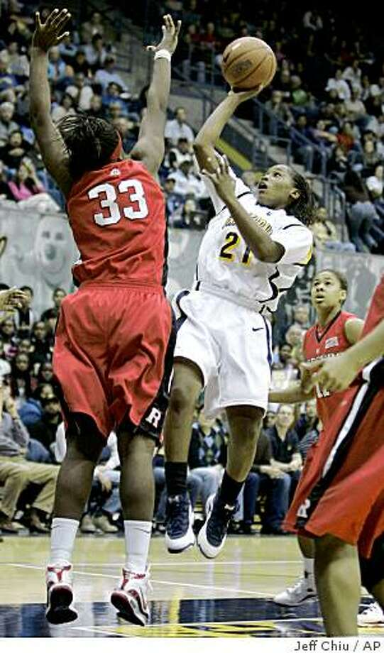 California's Alexis Gray-Lawson, right, shoots as she is defended by Rutgers' Jasmine Dixon during the second half of an NCAA college basketball game in Berkeley, Calif., Friday, Nov. 21, 2008. Gray-Lawson made the shot and was fouled on the play.  (AP Photo/Jeff Chiu) Photo: Jeff Chiu, AP