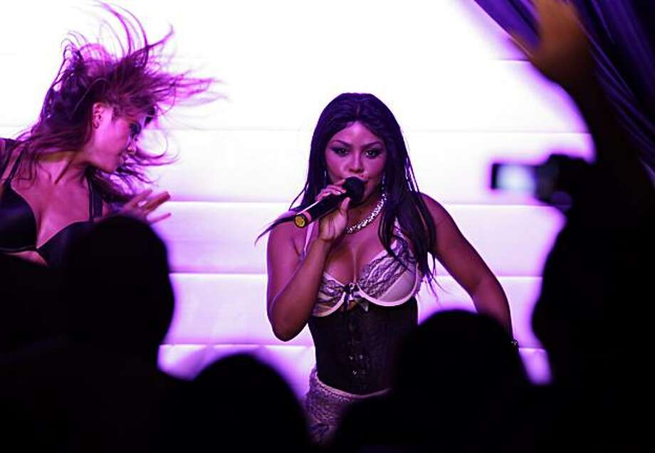 Lil Kim performs at the Rrazz Room at the Hotel Nikko in San Francisco, Calif., on Monday, July 12, 2010. Photo: Carlos Avila Gonzalez, The Chronicle