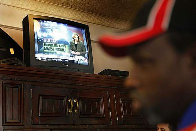 "Ivan Davis, of Oakland shakes his head at a TV screen inside Pacific Coast Brewery after jurors convicted Johannes Mehserle on involuntary manslaughter on Thursday July, 8, 2010 in Oakland, Calif. ""It was the wrong decision,"" said Davis who thinks race must have played a part in the jury's decision. Photo: Mike Kepka, The Chronicle"