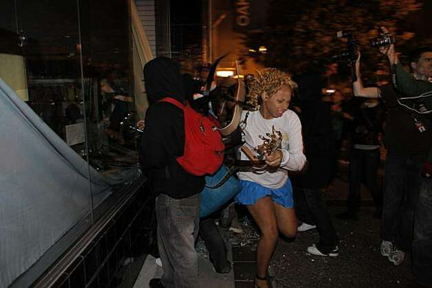 People loot a Beauty Supply Shop on Broadway as they riot through the streets of Oakland, Calif. Thursday July 8, 2010 after hearing the verdict in the shooting of Oscar Grant. Former BART police officer Johannes Mehserle was found guilty for involuntary manslaughter in the killing of Grant. Photo: Lacy Atkins, The Chronicle