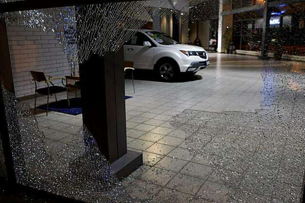 Vandals smashed the windows of an Acura dealership following the Johannes Mehserle verdict on Thursday, July 8, 2010 in Oakland, Calif. Photo: John Sebastian Russo, The Chronicle