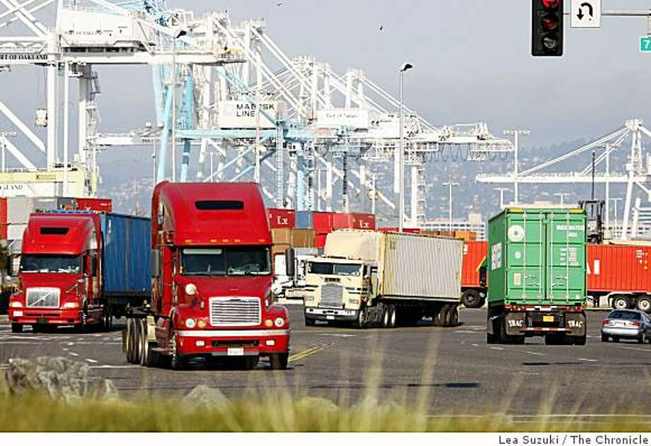Trucks move along 7th Street in Oakland, Calif. on Monday, December 8, 2008. Drivers and mechanics who work near diesel engines die of lung cancer at high rates, according to a national study of more than 30,000 people released Monday. Photo: Lea Suzuki, The Chronicle