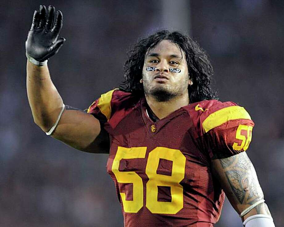 Southern California linebacker Rey Maualuga celebrates after their 28-7 win over UCLA during a NCAA college football game at the Rose Bowl in Pasadena, Calif., Saturday, Dec. 6, 2008.  (AP Photo/Chris Carlson) Photo: Chris Carlson, AP / ONLINE_CHECK