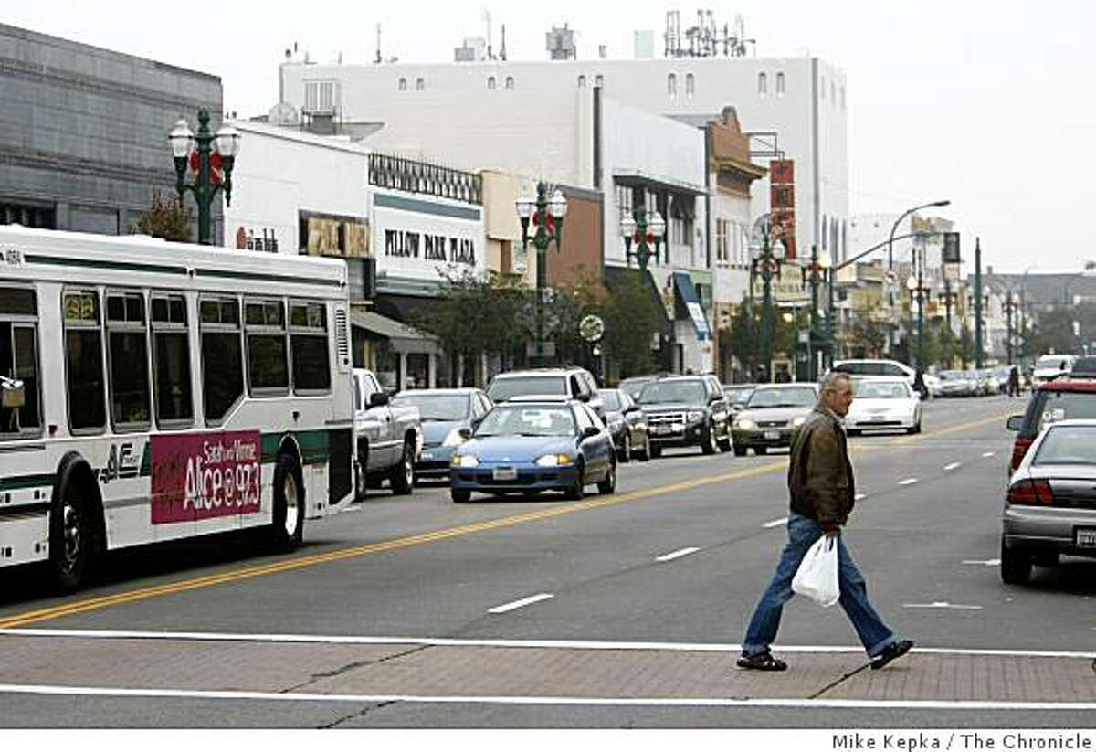 Park Street, Alameda's main shopping district, was photographed on, Friday Nov. 28, 2008 in Alameda, Calif.