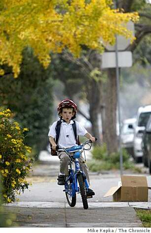 Robert Jensen rides his bike down the sidewalk after school on, Friday Nov. 28, 2008 in Alameda, Calif. Photo: Mike Kepka, The Chronicle