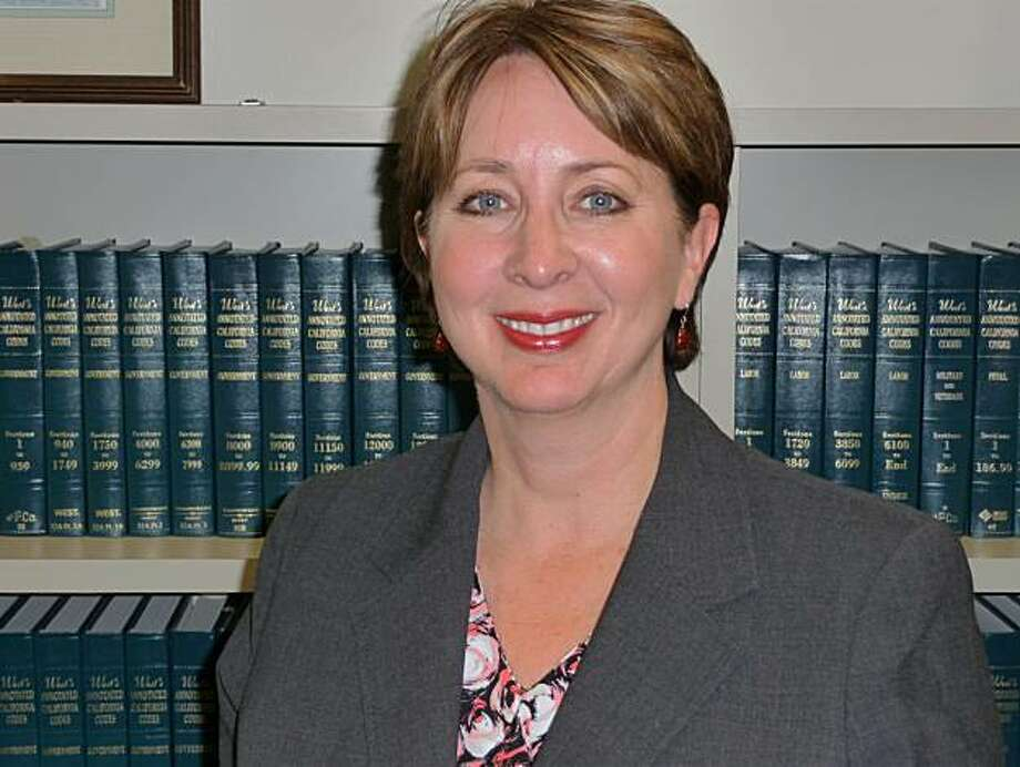 Redwood  City, CA – The City Council of Redwood City is pleased to announce the hiring  of a new City Attorney, Ms. Pamela Thompson, who currently serves as City  Attorney for the City of San Bruno. Ms. Thompson will begin work in Redwood  City on August 4th, 2010. Photo: None