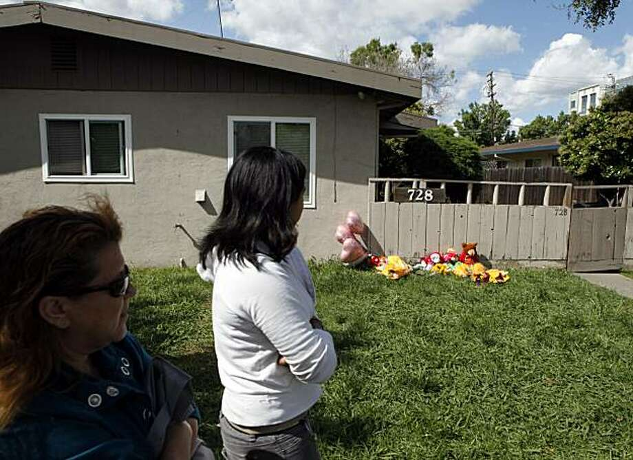 Neighbors Rosie Vasquez and Jessica Perez pass in front of the Delaware Street home Thursday, April 29, 2010 where four children lost their lives in a Fairfield, Calif. fire Wednesday night. Photo: Lance Iversen, The Chronicle