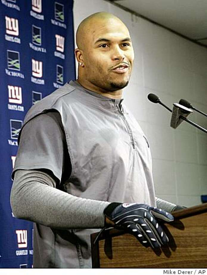 New York Giants linebacker Antonio Pierce  answers a question during a news conference at Giants Stadium in East Rutherford, N.J., Thursday, Dec. 4, 2008. Photo: Mike Derer, AP