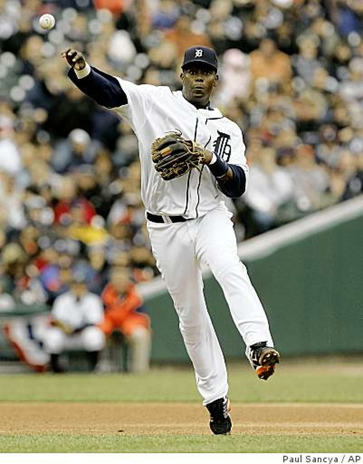 ** FILE ** This March 31, 2008 file photo shows Detroit Tigers shortstop Edgar Renteria throwing to first base against the Kansas City Royals in the third inning of a MLB baseball game in Detroit. Renteria will become the second free agent to join the San Francisco Giants in as many days, with the team expected to announce Thursday Dec. 4, 2008 that he will replace 11-time Gold Glove shortstop Omar Vizquel. Renteria will receive an $18.5 million, two-year contract. (AP Photo/Paul Sancya, File)